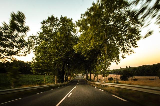 road-472817_640
