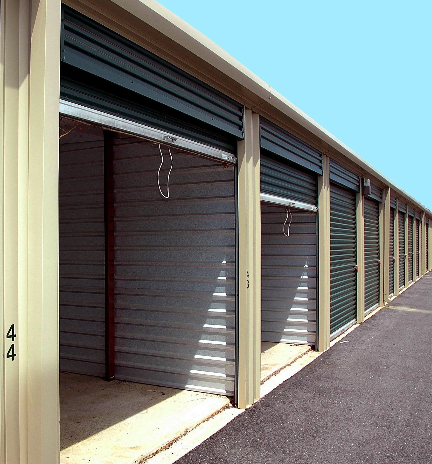 storage-warehouse-2089775_1920